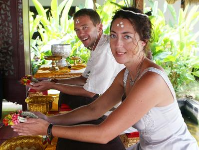 Eine Buddhistische Hochzeit feiern