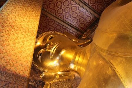 Wat Pho: liegende Buddha-Statue