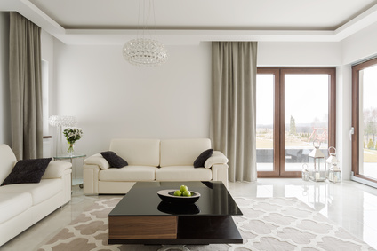 Ein Tisch eigne sich gut als Feng-Shui-Mittelpunkt im Wohnzimmer